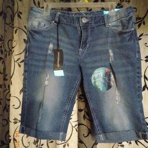 Aryia burmuda shorts curvy size 11/12